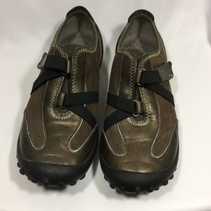 Privo by Clark's Bronze Walking Shoes